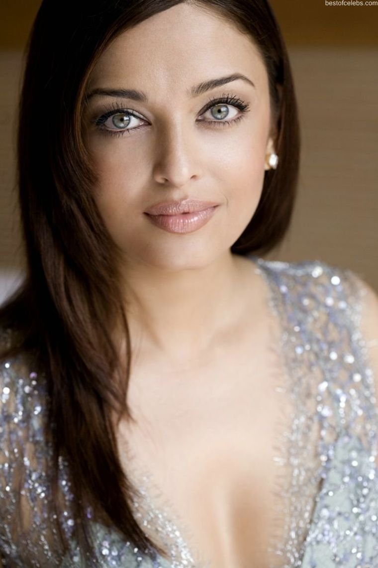 Aishwarya Rai Hot Cleavage Show Photo Gallery Stills -5442