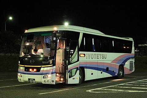 伊予鉄道「道後エクスプレスふくおか号」 5208 桜三里PA休憩中