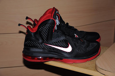 nike lebron 9 gr black white red 3 01 LeBron 9 Quotes James Favorite Movie Gladiator. New Photos.