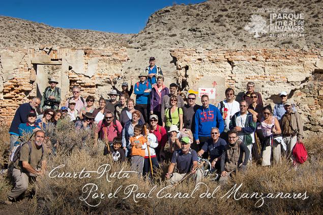 Foto del grupo junto a las Casas del Canal