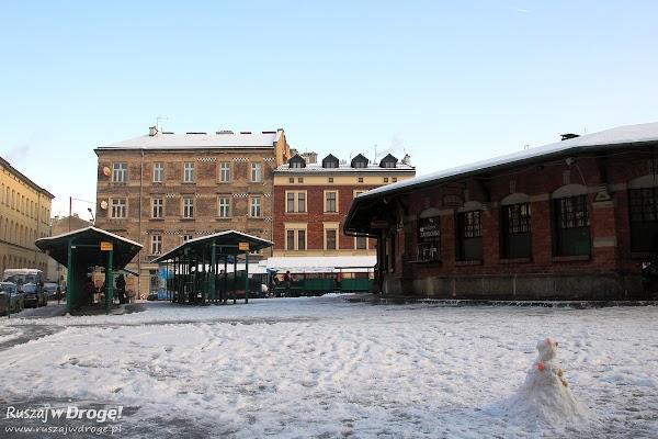 Bałwan wśród zapiekanek na Krakowskim Kazimierzu