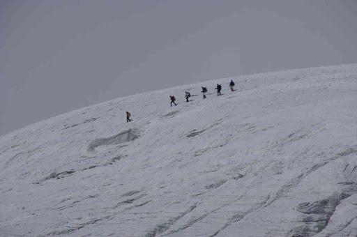 La cordée « concurrente » descendant vers le haut glacier d'Arolla