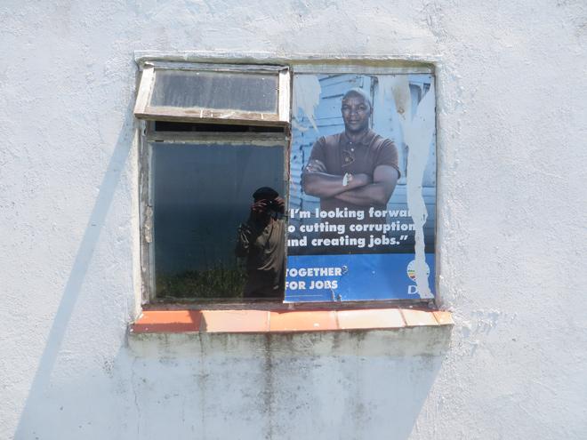 raam van huisje aan de Indische Oceaan in Port St. Johns, East Cape - Zuid Afrika