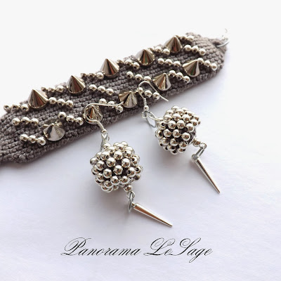 Bransoleta kolczyki komplet biżuterii kolce ćwieki pieszczocha dodatki dodatek ozdoba ostra biżuteria z ćwiekami Panorama LeSage Bracelet earrings set jewelry spikes studs add-ons pet decoration Acute jewelry studded
