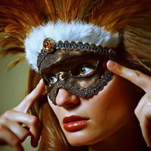 Máscara com penas