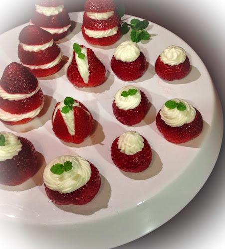 Truskawki z serkiem mascarpone,deser truskawkowy,ser mascarpone