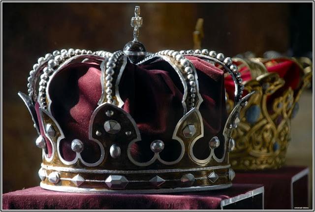 VIDEO Însemnele Casei Regale a României