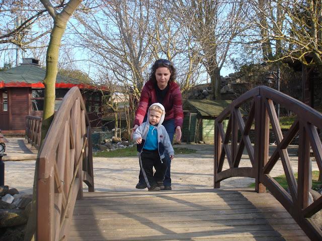 Cumhuriyetköy Legend Otel'in güzel bahçesinde dolaşırken