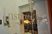 La Colonia Artística de Verano para grandes y chicos, impulsada por el Gobierno municipal, dio el puntapié inicial en la tarde de ayer. La propuesta consta de clases abiertas, proyección de películas y shows artísticos en el escenario al aire libre del Instituto Cultural Cañuelas.
