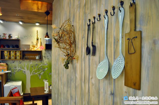 森製菓木牆上的裝飾
