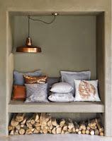 toques cobre en lámparas y almohadones