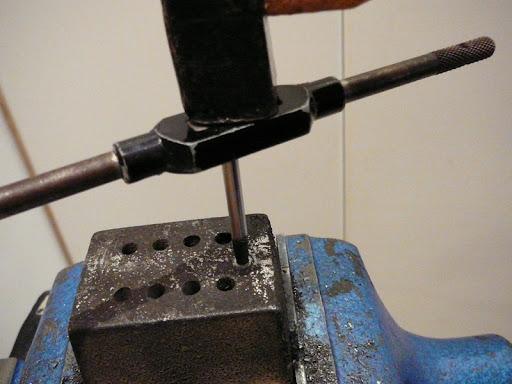 Tornillos agarrados  P1050950mm7