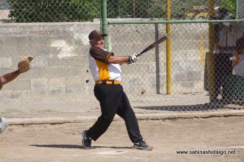 Julián Santos de Hipertensos en el softbol botanero
