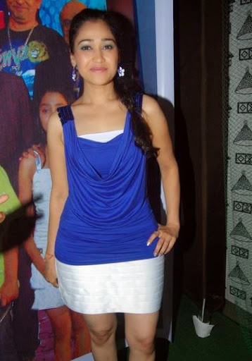 Disha Vakani Weight