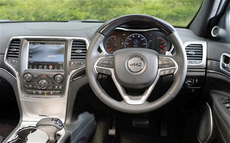 Jeep Grand Cherokee 2014 CRD V6 interior has a redesigned dashboard with cool accutrements
