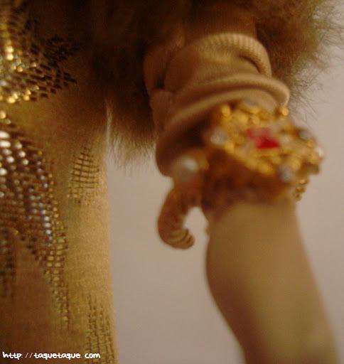Barbie Silkstone Je ne sais quoi: primer plano del brazalete