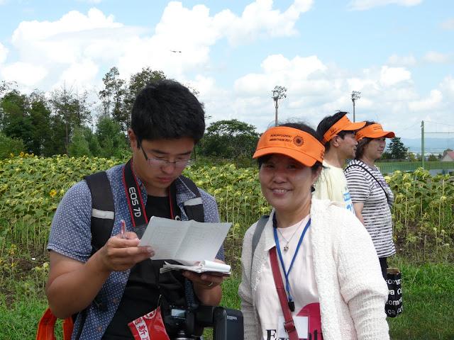北海道新聞玉邑哲也記者の取材を受けられる、首都大学東京勝野とわ子教授