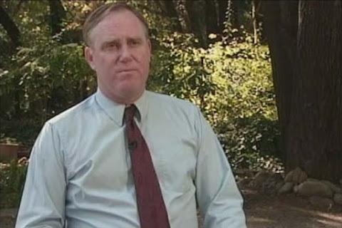 Уильям (Билл) Вуд в фильме Дэвида Перси «Что случилось на Луне?»