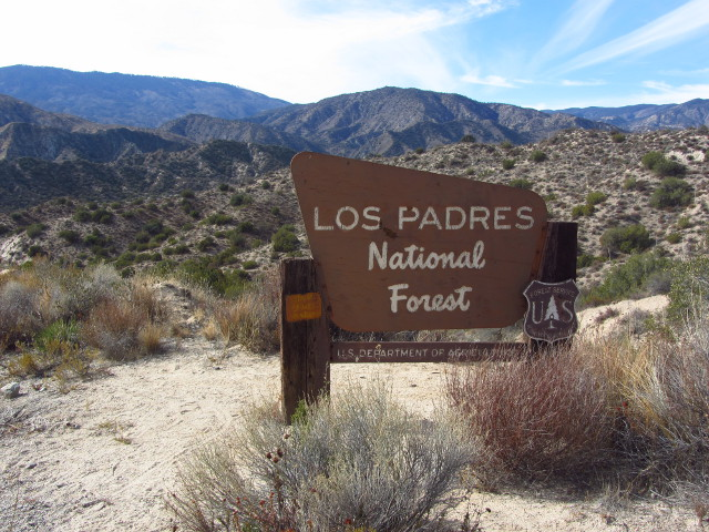 entry sign for Los Padres