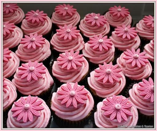 cupcakes met toef en bloem.jpg