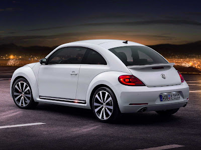 Volkswagen-Beetle_2012_1600x1200_Rear_Angle_03