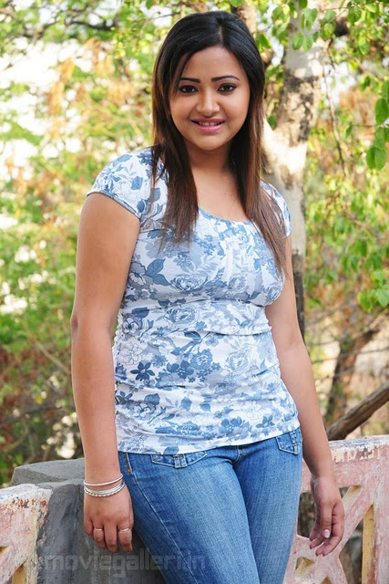 Swetha Basu Seen On www.coolpicturegallery.us
