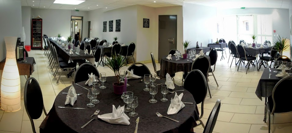 La salle pour les groupes au restaurant Ma Petite Folie à Criquetot.