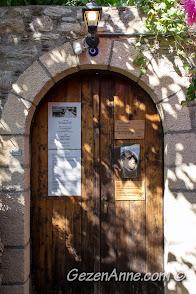 Eski Datça'daki Can Yücel'in evinin kapısı