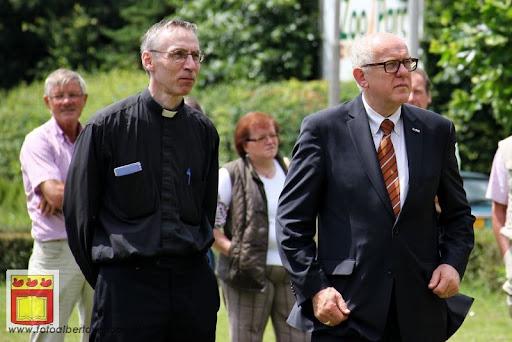 Koningschieten Sint Theobaldusgilde overloon 01-07-2012 (9).JPG
