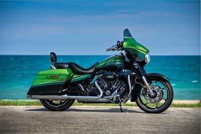 2011-Harley-Davidson-FLHXSE2CVO-Street-Glide