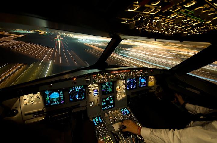 Вид из кабины самолета A320 на ВПП