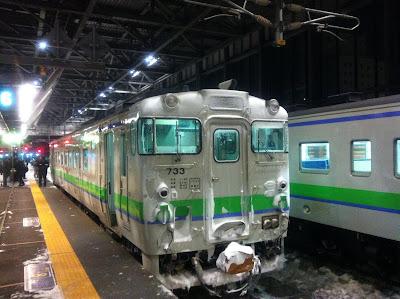 うっすら雪をかぶった列車