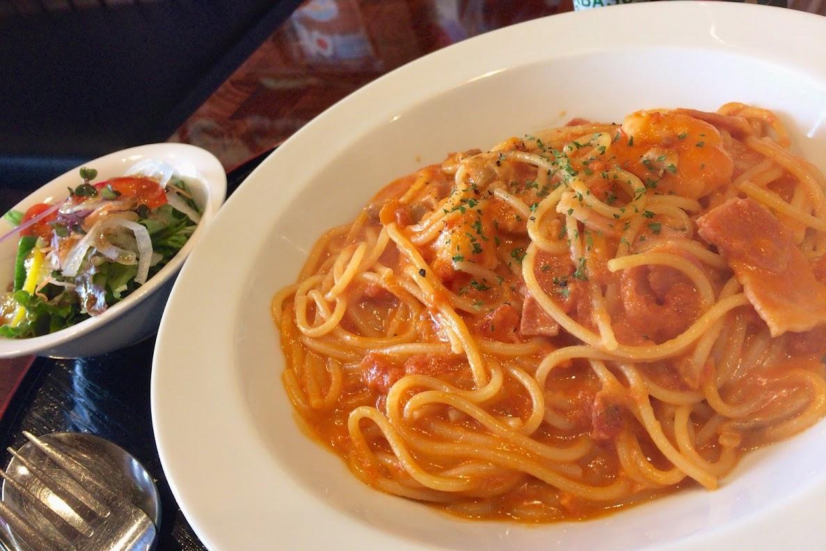 トマトクリームソースのスパゲティ
