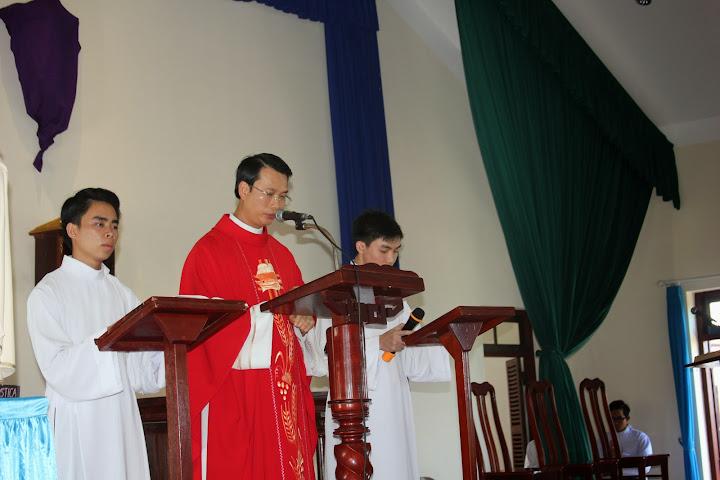 Tưởng niệm cuộc Thương khó và Suy tôn Thánh Giá tại Tòa Giám Mục Nha Trang.