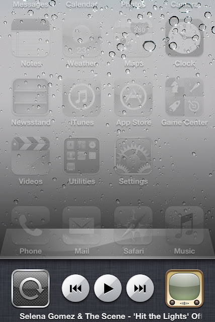 iPod/Music control box in multitasking bar