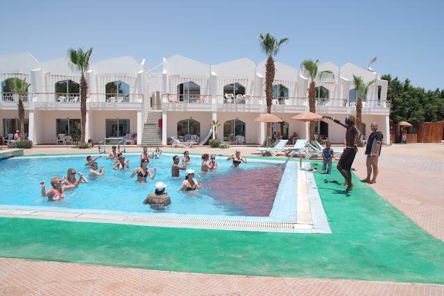 فى مصر الرجل تدب مكان ماتحب ( خاص من أمواج ) 100606-110626-f