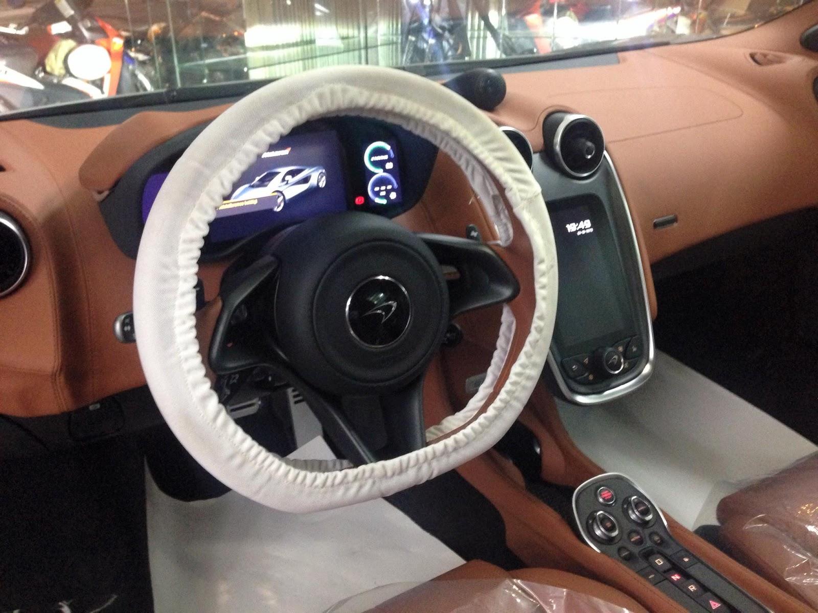 Khoang lái của xe nhìn khác đơn giản và cổ điển