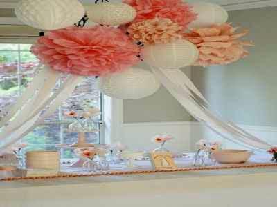 Uso de bonitas flores de papel para decocar 1 baby shower