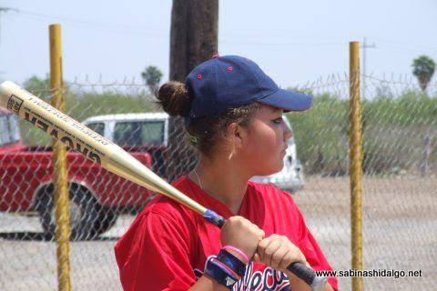 Sara Alba de Vallecillo en el softbol femenil del Club Sertoma