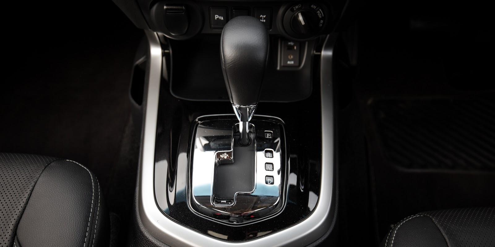 Xe được trang bị tùy chọn động cơ số sàn hoặc số tự động