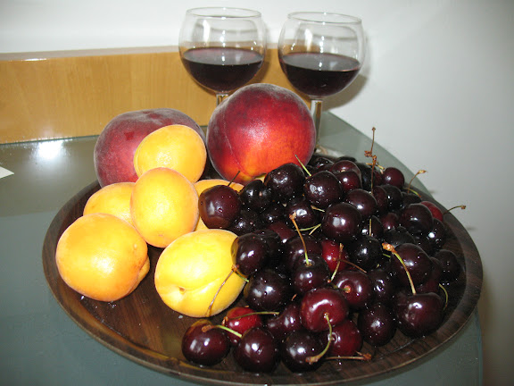 Vino y fruta en el Hotel Plaka de Atenas