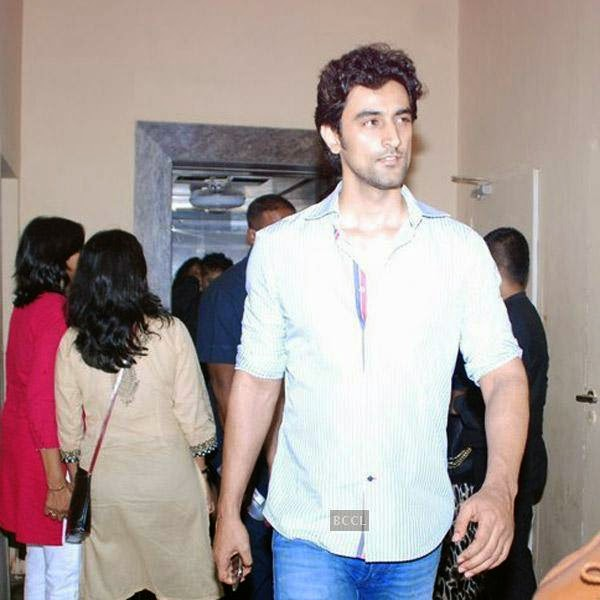 Kunal Kapoor snapped outside a multiplex in Mumbai, on July 29, 2014.(Pic: Viral Bhayani)