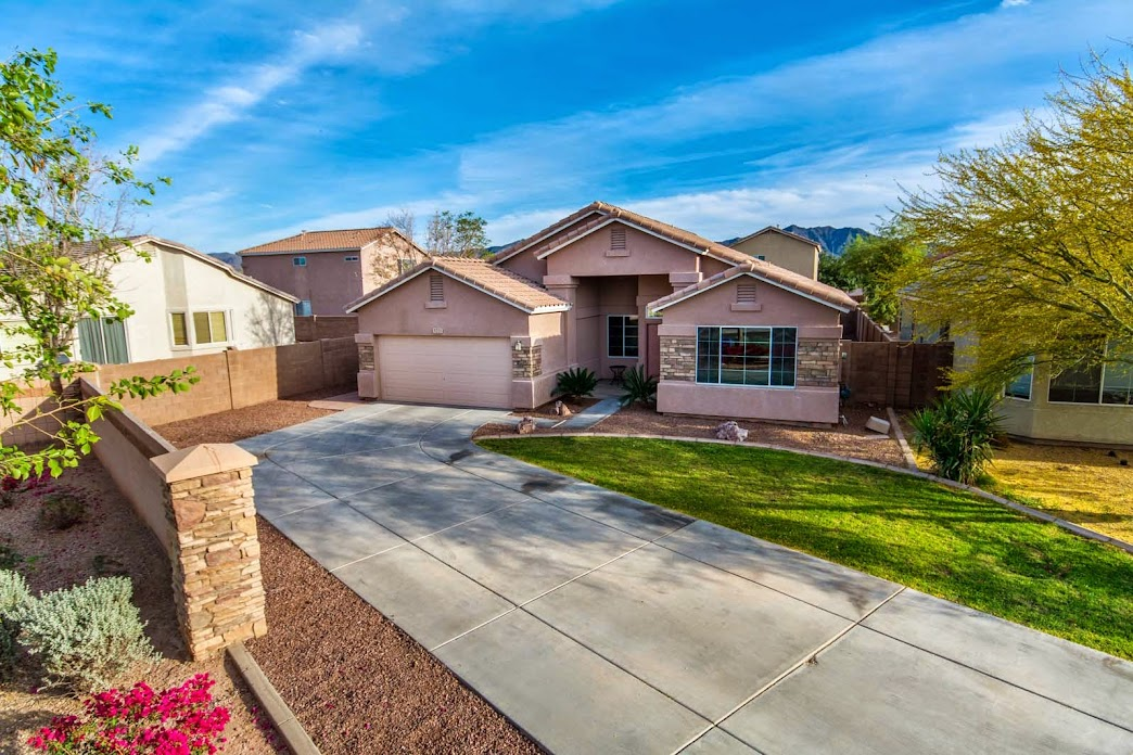 Phoenix home for sale 4 bedrooms 2 bath realtors real estate agents for 4 bedroom houses for sale in phoenix az