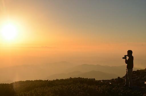 笠ヶ岳山荘から見る夕暮れ