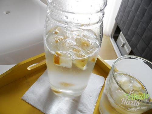 Hacer cubitos de hielo con sabor a limón.