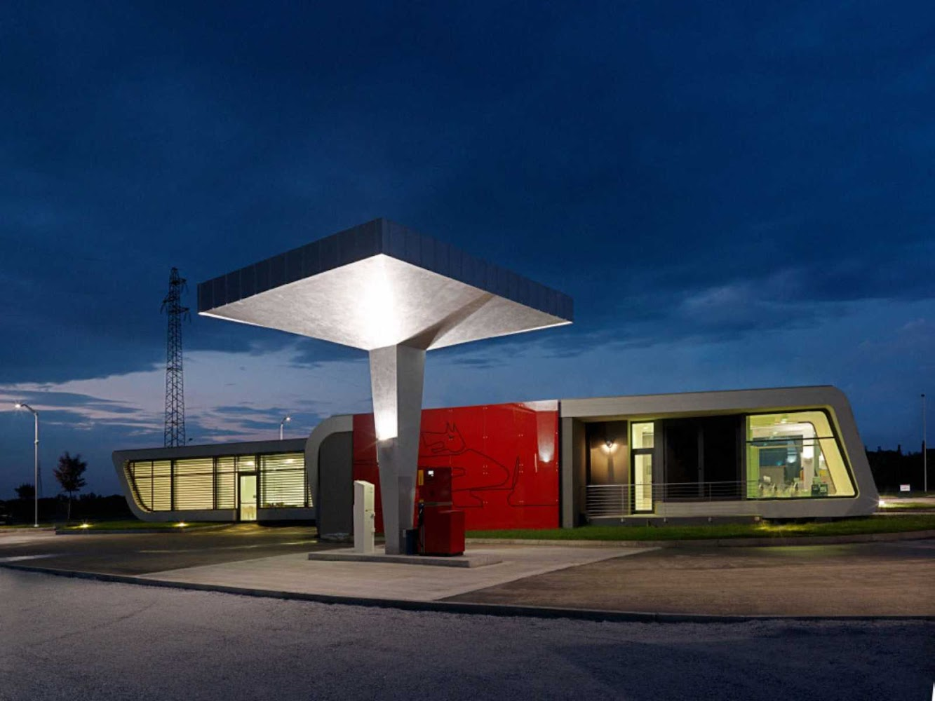 Cuneo Cn, Italia: Gazoline Station by Damilano Studio Architects