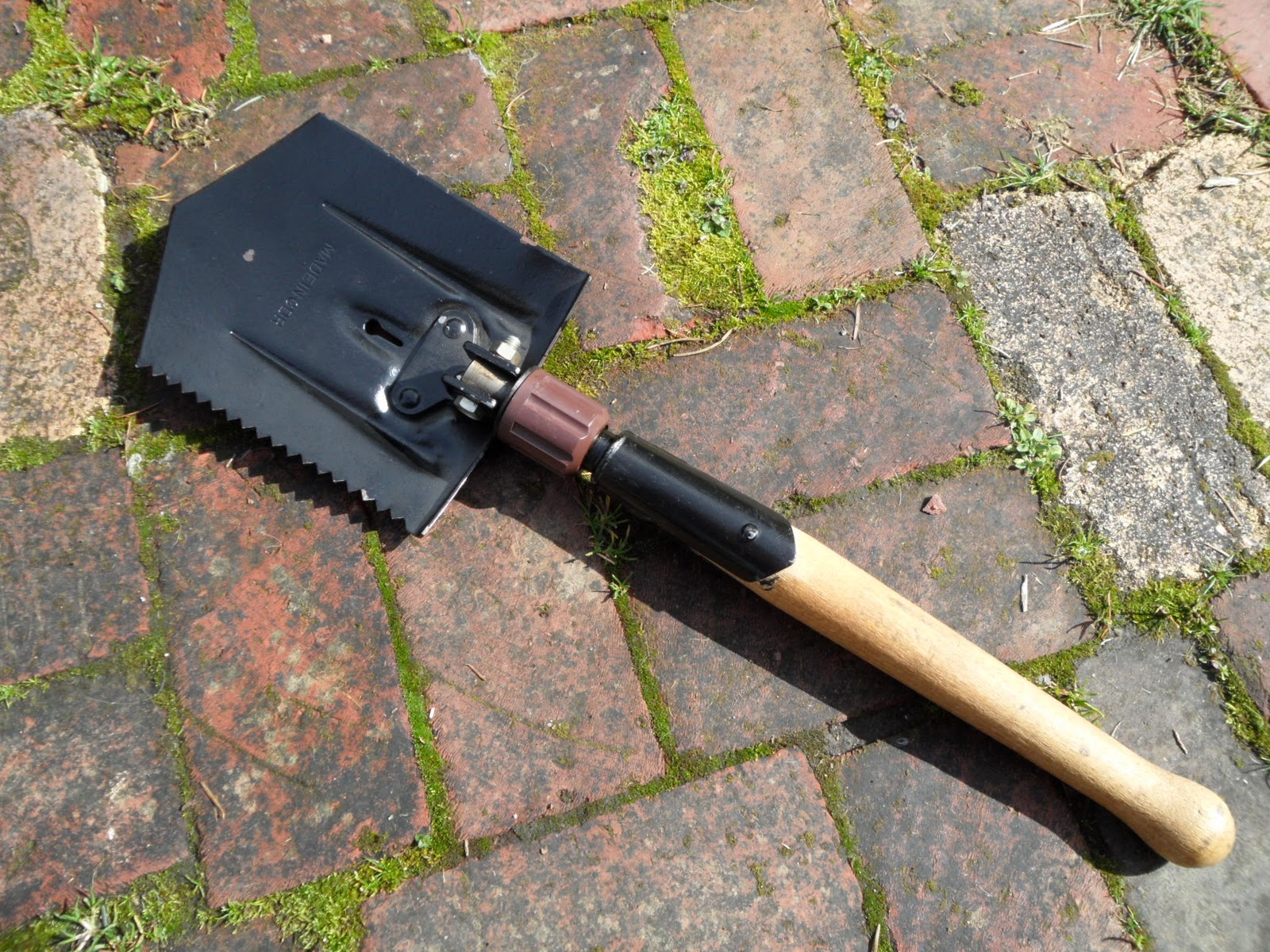 east german entrenching tool