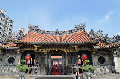 Longshan-Temple-Taiwan-relaxation-meditation-holiday-Asia