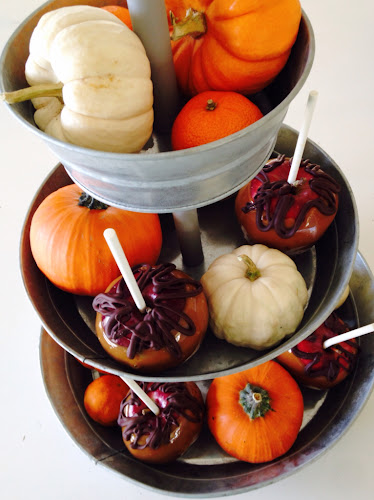 Easy fall centerpiece mini pumpkins,caramel apples