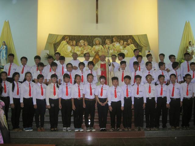 Hình ảnh thánh lễ và ban bí tích Thêm sức tại nhà thờ Giáo xứ Thanh Hải